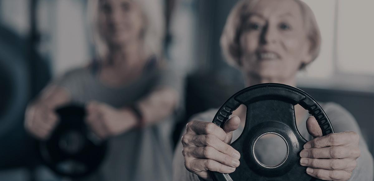 Ældre dame med vægt